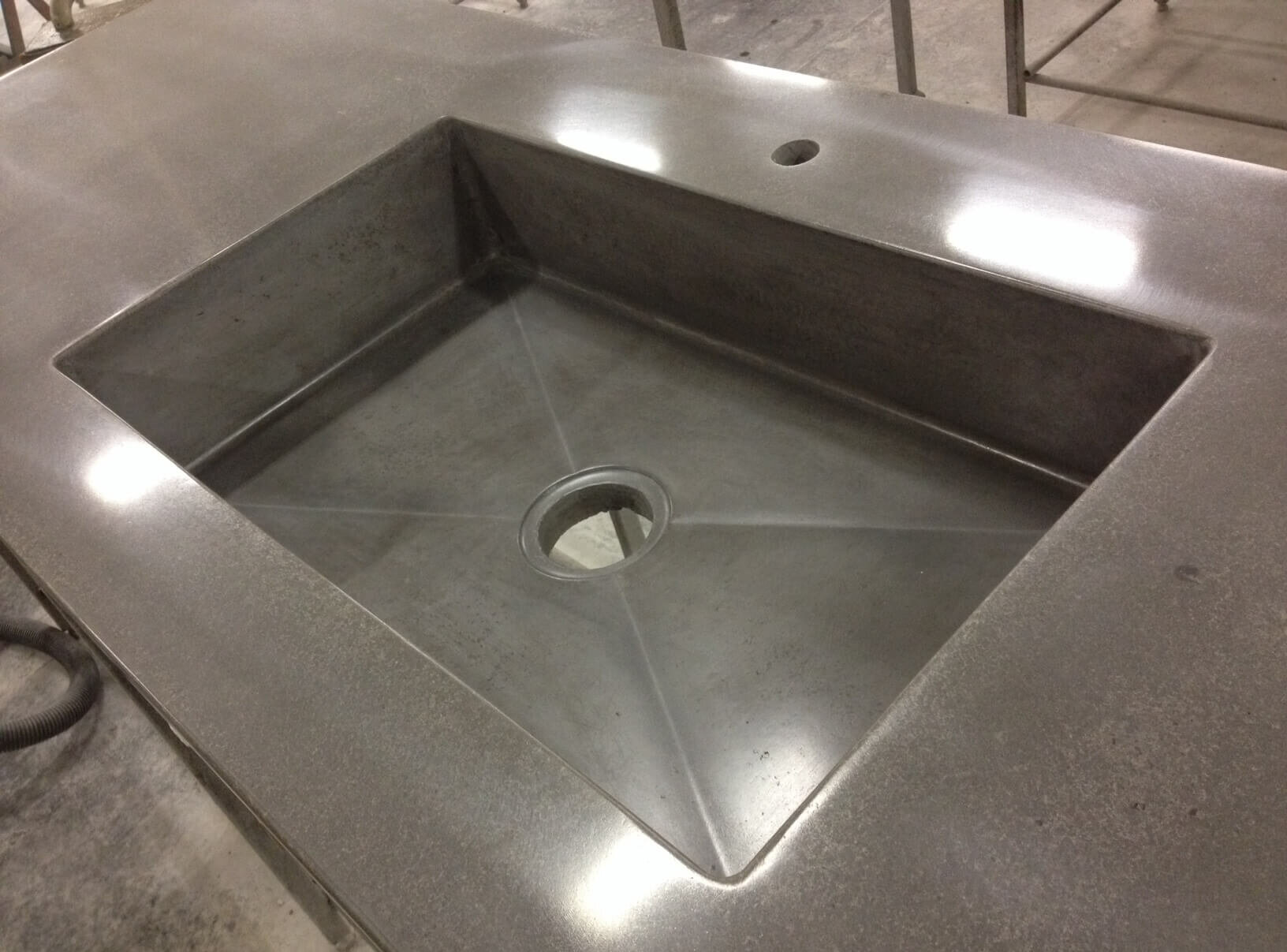 Jos 04 med vask 700x400